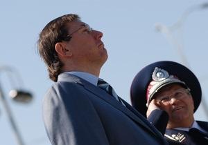 Милиционеры, которых обвиняли в пытках, требуют взыскать с Луценко полмиллиона гривен