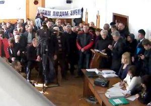В Черкассах протестующие сорвали заседание горсовета