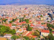 В Греции женщина выбросила ребенка с балкона за плач