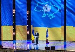 Янукович сожалеет, что молодежь уезжает из Украины