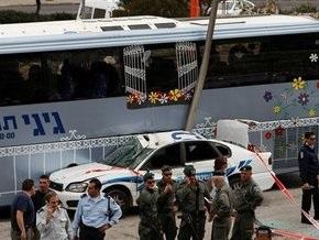 Теракт в Израиле: Трактор протаранил полицейскую машину и автобус