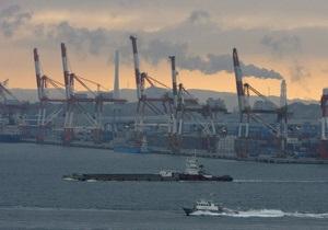 У берегов Японии затонул танкер с химикатами