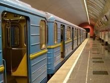 Бросившийся под поезд киевского метро человек погиб