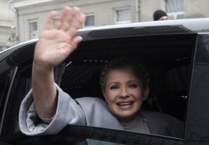 Азаров: Тимошенко имеет личный бронированный Mercedes