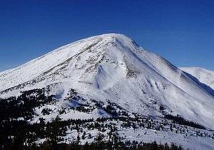 На Закарпатье спасатели нашли четырех туристов, которые заблудились на горе Петрос