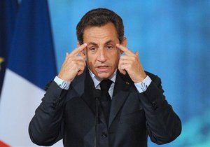 Саркози пообещал продолжить высылку цыган из Франции