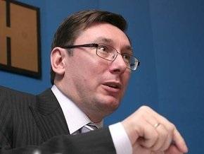 Суд признал незаконным уголовное дело против Луценко за драку с Черновецким