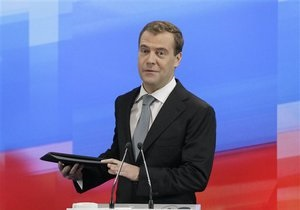Пресса России: прощальный подарок Медведева