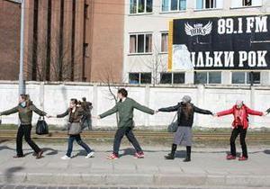 Львовские студенты создали  антитабачниковскую  живую цепь