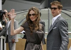 Питт и Джоли арендовали поезд