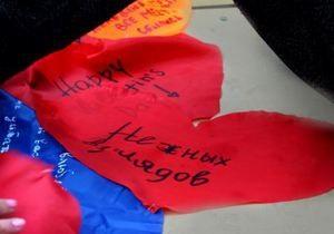 В Луганске в День Святого Валентина подняли флаг любви