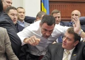 Блок Кличко в Киевсовете отказался от участия в сессии, обвинив Довгого в нарушении регламента