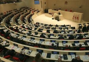 Возмущенные соратники Саакашвили демонстративно прекратили работу в парламенте