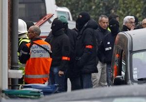 У дома, где укрылся предполагаемый убийца школьников в Тулузе, произошел сильный хлопок