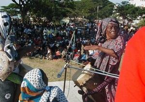 В Африке в возрасте за 100 лет умерла легендарная певица