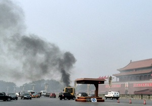 В Пекине автомобиль врезался в толпу на площади: пять человек погибли, 38 получили ранения