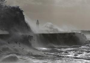 Жертвами сильнейшего шторма в Англии стали два человека