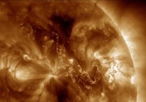 Огненный каньон. NASA показало, как плазма прорывает оболочку Солнца
