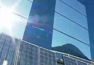 Городок в Норвегии осветили солнечным зайчиком - видео