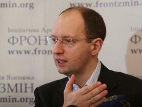 Яценюк требует немедленно расследовать избиение мэром Ужгорода девушки-агитатора