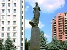 Лесе Украинке наденут юбку с подсолнухами и маками