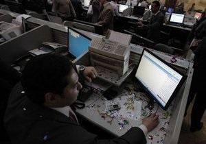 Ухудшение прогноза рейтинга США вынудило инвесторов к  бегству в качество