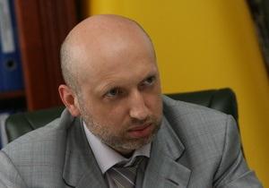Турчинов отрицает намерение Тимошенко снять свою кандидатуру