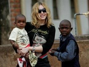 Мадонну призывали отказаться от усыновления