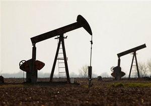 Мировые цены на нефть снизились из-за роста доллара