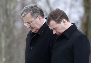 Медведев и Коморовский почтили память жертв смоленской трагедии