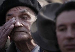 Спасибо вам! Власти Кишинева разместили поздравления ветеранам на мусорных баках