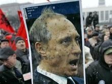Милиция заставила свернуть антипутинский плакат на акции памяти жертв Беслана