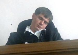 Бывший судья, уснувший на заседании, теперь работает в крупной золотодобывающей компании России