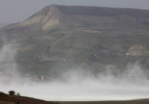 Аномальное явление в Крыму: под Коктебелем ураганный ветер поднял солевую бурю