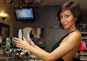 Жительницы итальянского города ополчились на сексуальную сотрудницу бара
