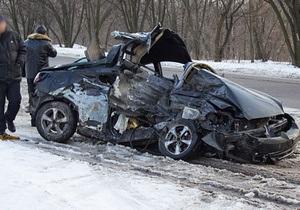 В Днепродзержинске легковой автомобиль врезался в маршрутку: двое погибших