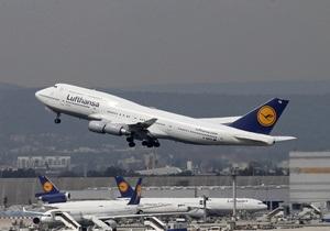 Самолет Lufthansa совершил аварийную посадку в России из-за задымления в кабине пилота