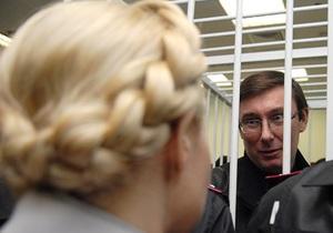 Суд признал законным отсутствие в избирательных бюллетенях фамилий Тимошенко и Луценко
