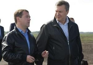 Янукович и Медведев на одном вертолете вылетели в Россию