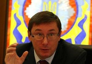 Луценко заявил, что к Киеву съезжаются тысячи бывших силовиков