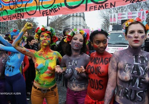 В Париже состоялась многотысячная демонстрация в поддержку однополых браков
