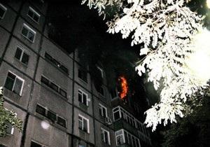 В Мариуполе в девятиэтажном доме произошел пожар: погиб подросток, 73 человека спасены