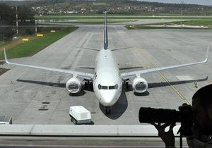 Движение воздушного транспорта в Украине полностью прекращено