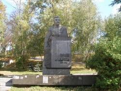 В Киеве демонтировали памятник советскому деятелю Петровскому
