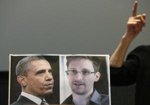 Адвокат: Документы позволяют Сноудену пересечь границу, но он хочет остаться в России