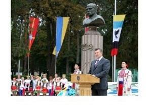 Янукович открыл бюст Шевченко