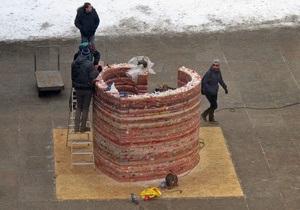Чешские художники установили в Праге восковую скульптуру Сердце для Вацлава Гавела
