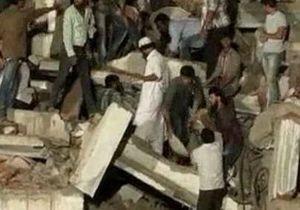 При обрушении дома в Индии погибли 28 человек, десятки остаются под завалами