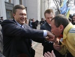 Опрос: Украинцы считают политиками  сильной руки  Януковича, Путина и Сталина