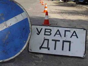 В Киеве столкнулись три автомобиля и автобус
